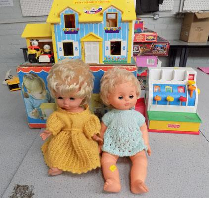 Fisher Price family house plus figures, till & 2 dolls