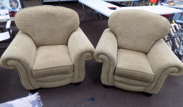 2x Arm chairs-excellent condition
