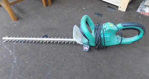 Electric hedge trimmer w/o