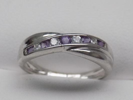 9ct White gold Amethyst cross over ring
