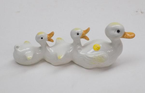 Beswick mother duck and ducklings (no 765)