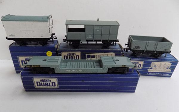 4 boxed Hornby dublo wagons