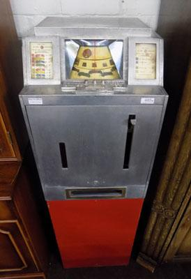 Spin top  antique Arcade machine 2p play (keys in office)