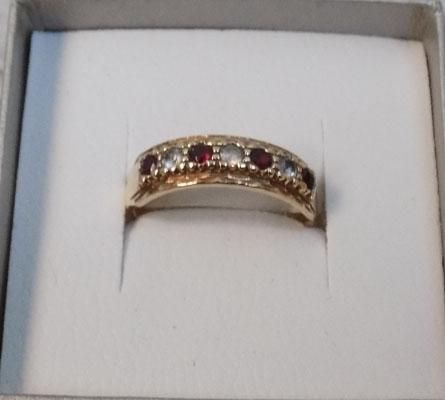 9ct gold ring with Garnet and clear stones