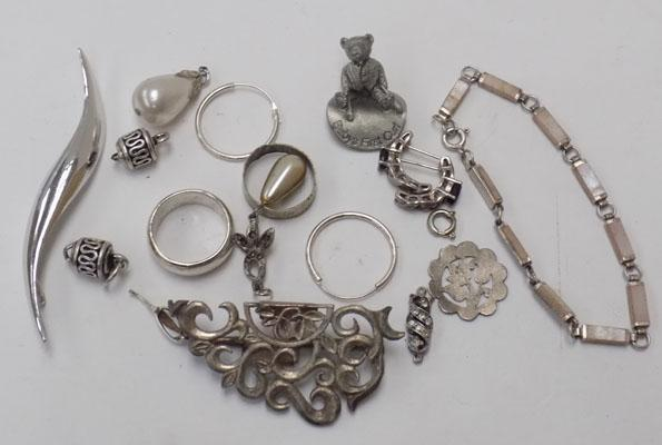 Selection of silver & silver plated jewellery