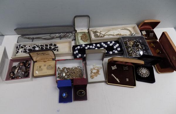 Collection of costume jewellery and cufflinks