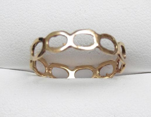 9ct Gold chain link style ring size Q