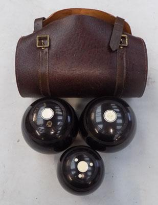 Set of bowls in  leather case with measuring accessories
