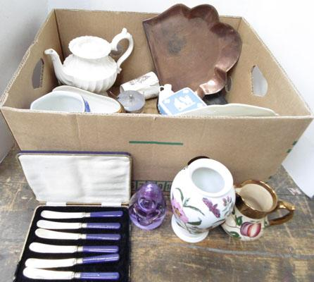 Box of collectables inc Wade, Wedgwood, Ringtons