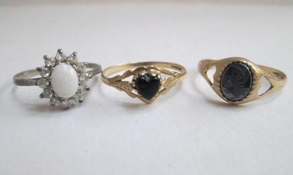 2x 9ct Gold rings & 1x silver & Opal ring