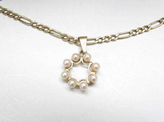 9ct Gold Figaro chain & real Pearl pendant
