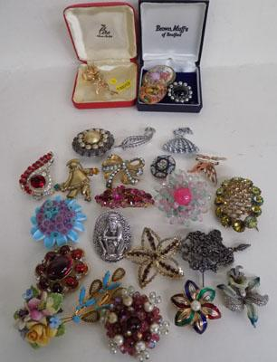 Large selection of brooches-some vintage
