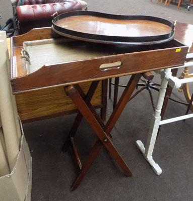 Butlers tray on stand & 2 wooden trays