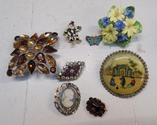 Small selection of brooches inc Cameo