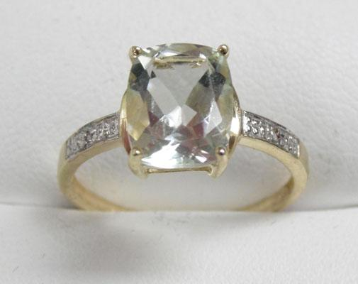 9ct gold pale green amethyst ring - size O