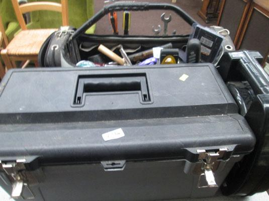2x Tool boxes & snow chains