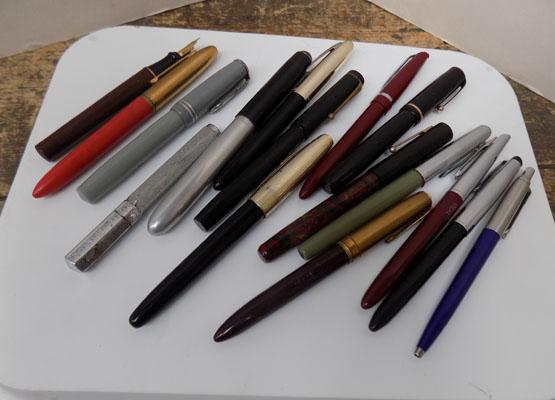 Selection of fountain pens inc Parkers etc