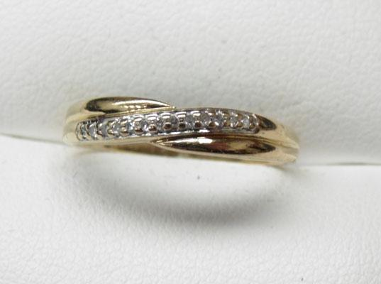 9ct Gold & Diamond crossover ring size L1/2