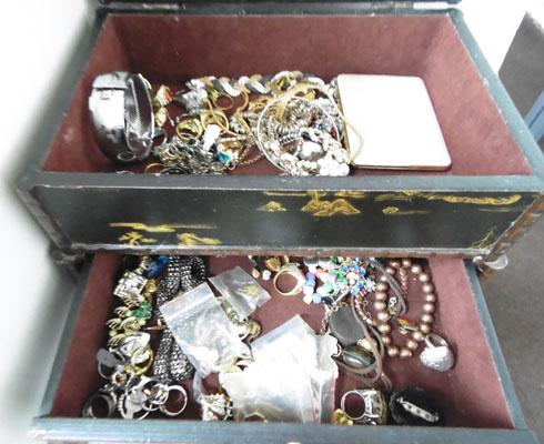 Jewellery box with contents