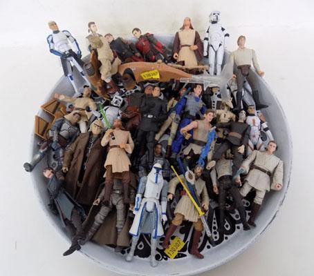 Large tray of Star Wars figures inc weapons