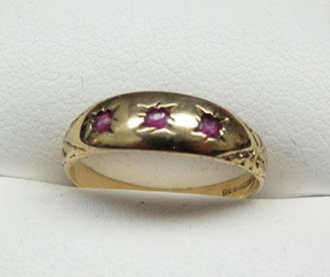 9ct Gold Ruby trilogy ring