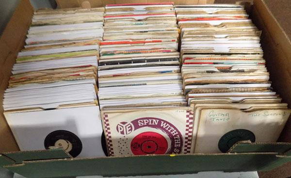 Large box of 1960 singles - many rarities