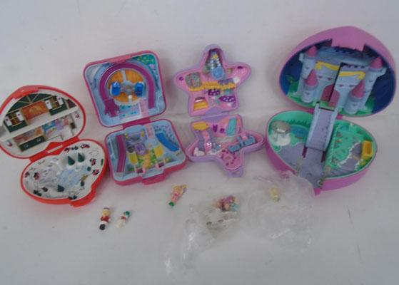Selection of Polly Pockets-some vintage