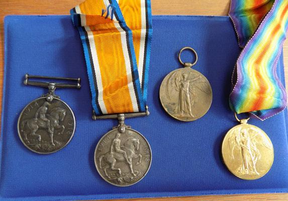 4 WWI medals
