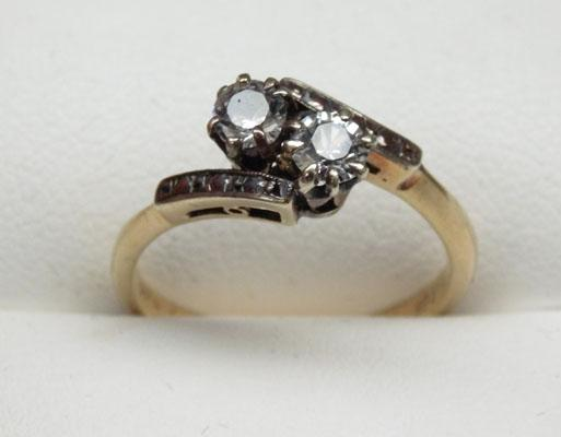 9ct Gold ring set with 2 white stones size L