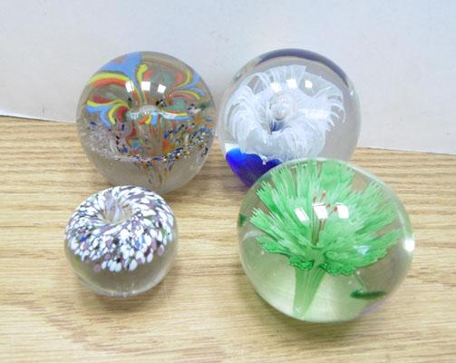 4x Paperweights