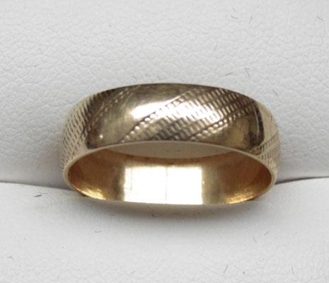 9ct Gold patterned wedding ring size N