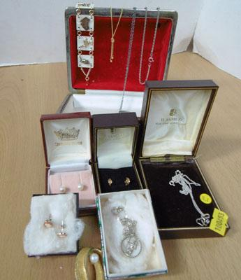 Collection of gold, silver ear rings & costume jewellery