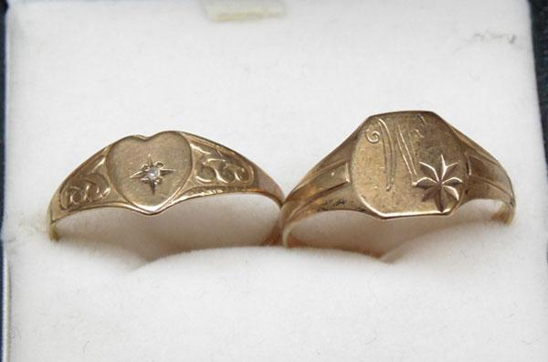 2x 9ct Gold signet rings, 1 set with diamond