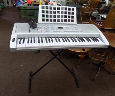 Acoustic solutions keyboard & stand w/o