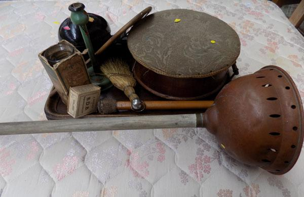 Tray of vintage collectables inc Posser