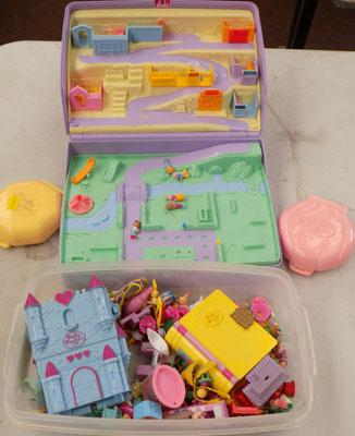 Large collection of vintage Polly Pockets