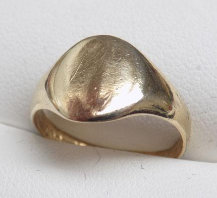 9ct Gold Signet ring size M