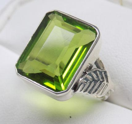 925 Silver square Peridot ring size P