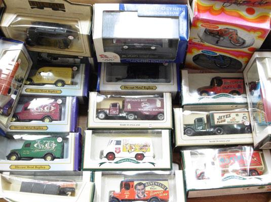 Box of 20 boxed die cast cars