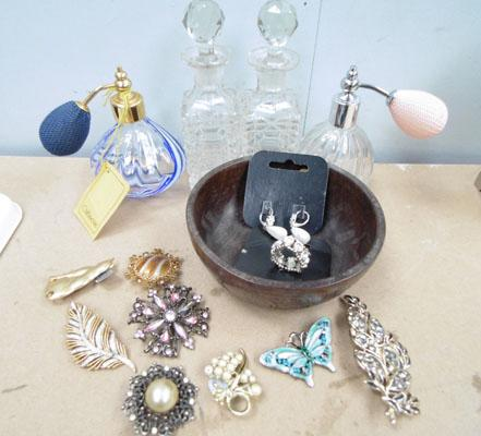Mixed items inc Caithness & brooches
