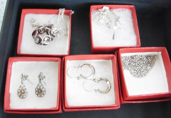 2x Silver necklaces & chain + 2 pairs of ear rings hallmarked