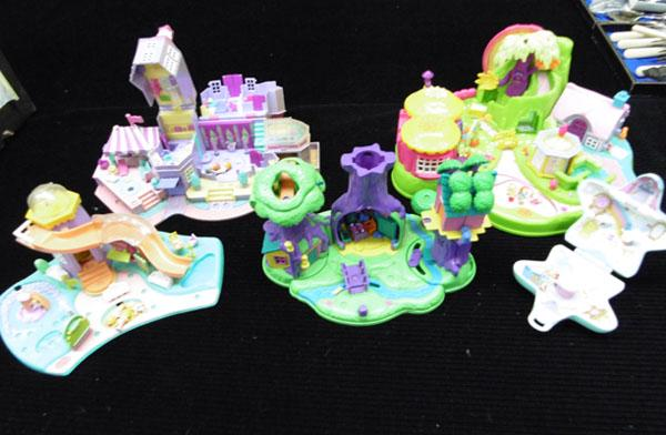 5x Polly Pockets-some vintage (figures in office)