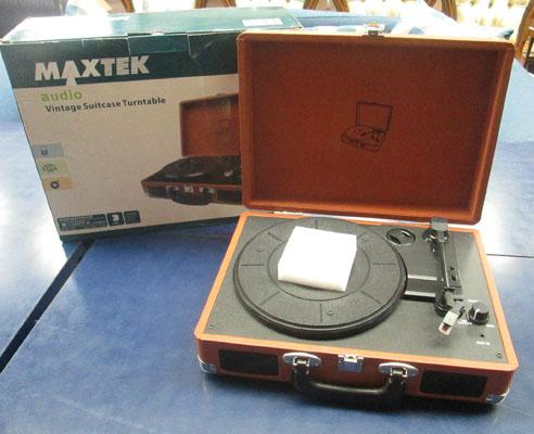 Suitcase record player (boxed) w/o
