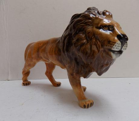 Beswick Lion facing right issued 1957-1967