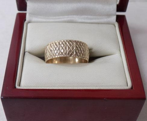 9ct Gold thick band diamond cut ring