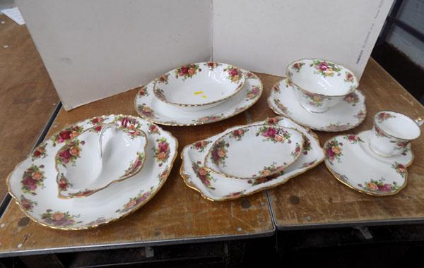 Selection of Royal Albert 'Old Country Rose' serving plates /dishes