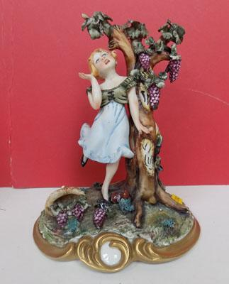 Capo-de-monte figure 'Girl under Tree'