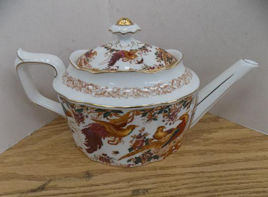 Royal Crown Derby 'Old Avesbury' tea pot