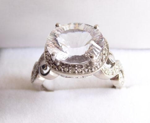 9ct white Gold Diamond & Kunzite dress ring (size N)