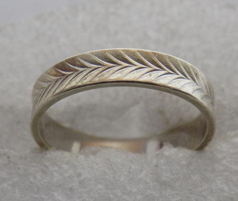 9ct white Gold Herringbone pattern ring